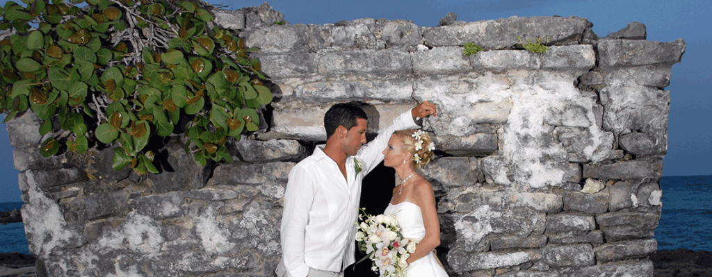 Cancun_wedding_couple